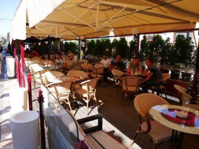 Албанцы в кафе, Шкодер