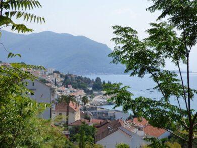 Херцег-Нови: достопримечательности и пляжи на фото и видео