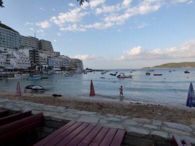 Рафаиловичи в Черногории. Фото моря и пляжа