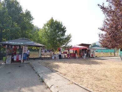 Сувенирная продукция рядом с автовокзалом Цетинье, Черногория