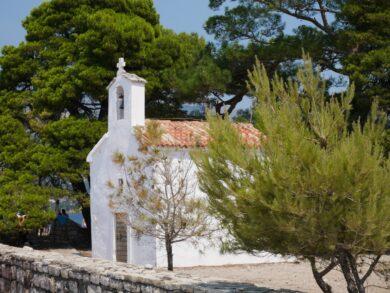 Церковь крестоносцев на острове Святого Николая, Будва, Черногория