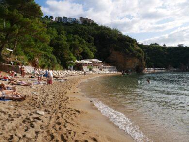 Пляжи Будвы с фото. Отзывы о пляжах и море, карта